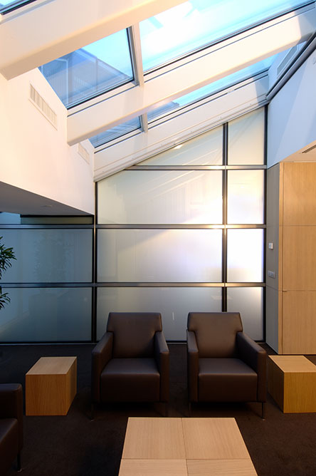 Switchable privacy glass iq glass for Privacy glass options