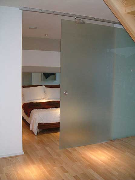 Internal sliding doors frameless glass doors iq glass for Frameless interior glass doors