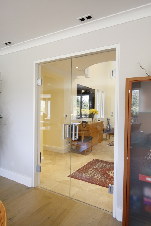Frameless interior system products iq glass for Frameless glass doors