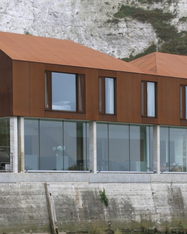 The Rusty House Frameless Structural Glazing Projects Iq Glass