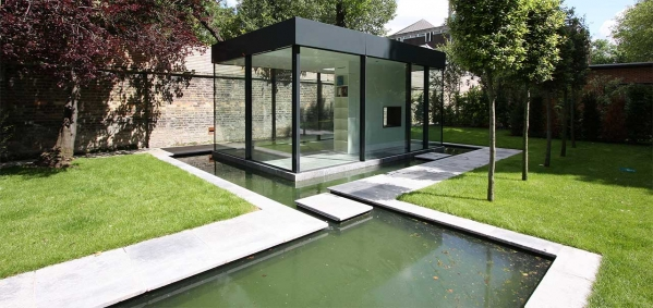 Minimalistic Garden Room in an unexpected garden space in Chelsea.